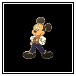 Vtg. Disney VIP Tour Mickey Mouse Pin